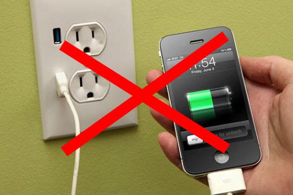 عدم استفاده از گوشی در حال شارژ