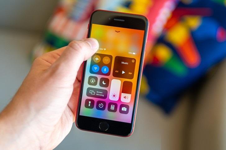 نقد و بررسی تخصصی گوشی اپل آیفون SE 2020