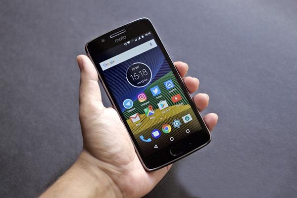 Moto-G5-first