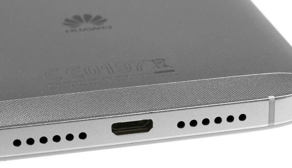نقد و بررسی گوشی هواوی جی 8 - طراحی - قسمت پایین دستگاه