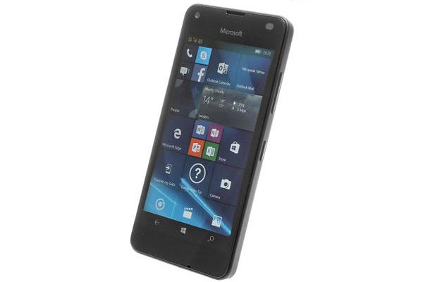 نقد و بررسی گوشی مایکروسافت لومیا 550 - طراحی بخش جلویی