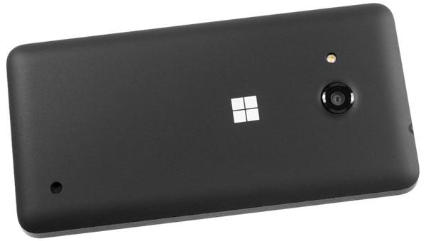 نقد و بررسی گوشی مایکروسافت لومیا 550 - طراحی قاب پشتی